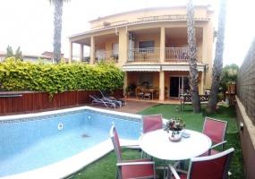Sitges,Spain,4 Bedrooms Bedrooms,3 BathroomsBathrooms,Casa,1009